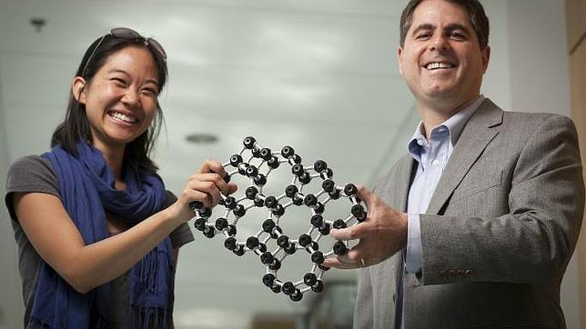 Crean el cristal más delgado del mundo: 2 átomos de espesor