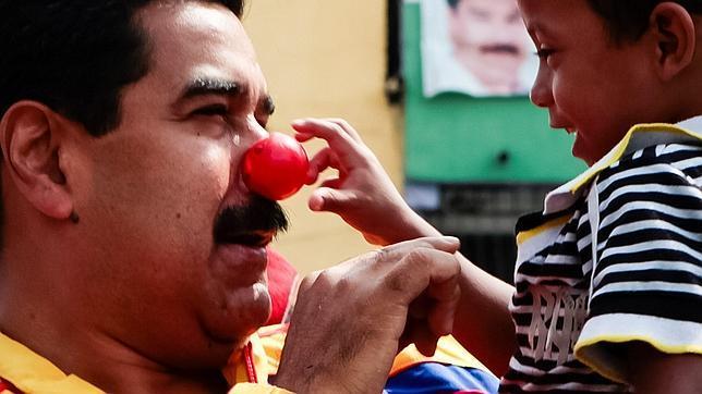 La oposición acusa a Maduro de adoctrinar mediante libros de texto a los escolares