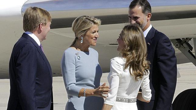 Los Príncipes de Asturias reciben a los reyes de Holanda