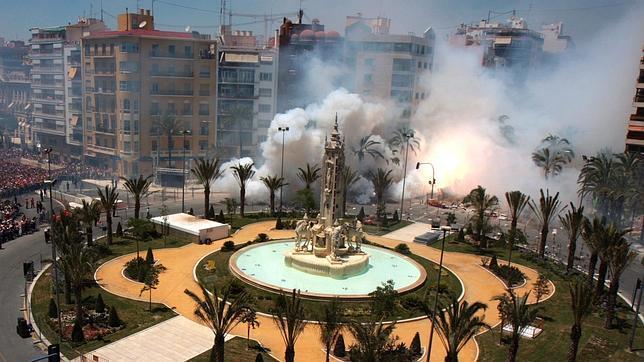 El Ayuntamiento pide cambiar como lugar para las mascletás la Plaza de los Luceros