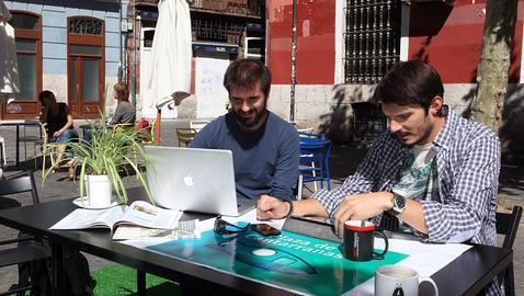 con la oficina en la calle
