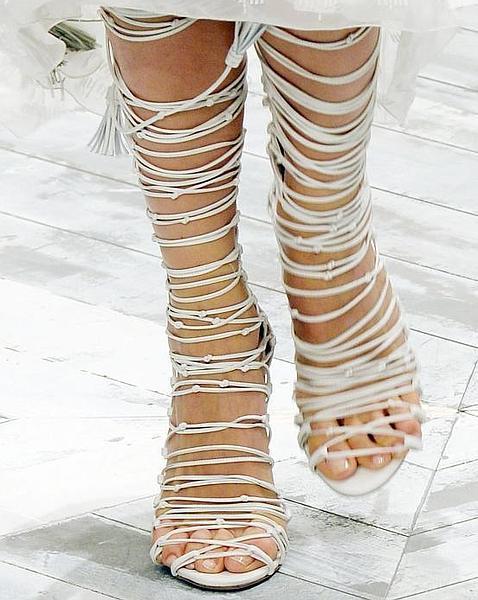 Detalle de las sandalias del desfile de Roberto Cavalli