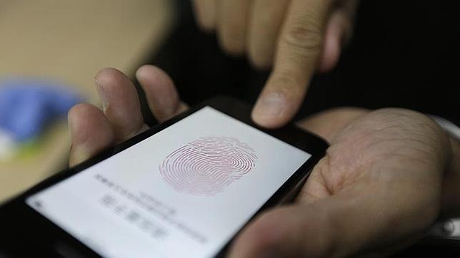 Logran «hackear» el sistema de seguridad  Touch ID del iPhone 5S