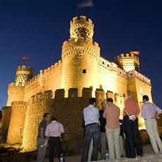 Diez castillos espectaculares para descubrir en madrid for Pisos en manzanares el real