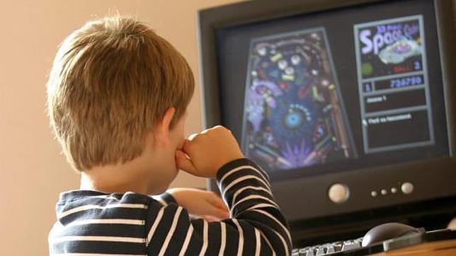 Los usuarios de videojuegos y de ordenador tienden a padecer de «ojo seco» por no parpadear