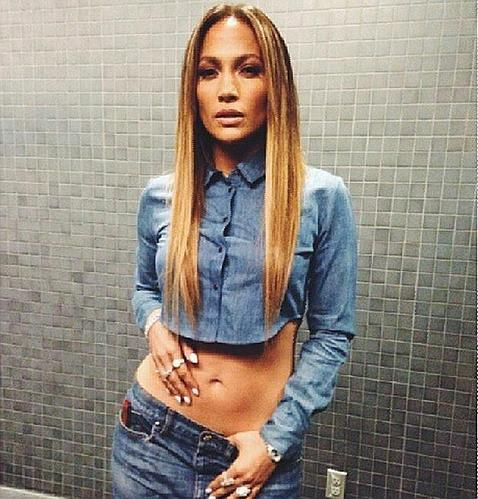 Jennifer Lopez renuncia a sus curvas - ABC.es: http://www.abc.es/estilo/gente/20130927/abci-jennifer-lopez-renuncia-curvas-201309271238.html