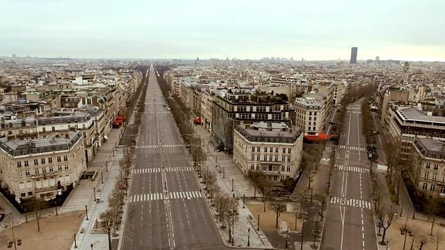 Las calles de París completamente vacías en una de las imágenes del vídeo