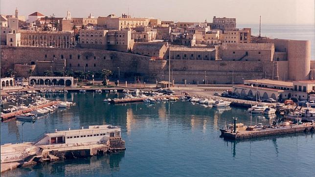 Resultado de imagen de Vista del puerto de Melilla