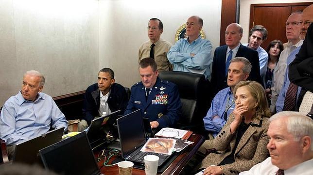 «Situation Room» es la imagen de Pete Souza que muestra al equipo de Barack Obama siguiendo al detalle la «Operación Gerónimo»