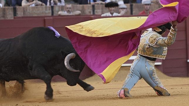 Miguel Ángel Perera roza la Puerta del Príncipe de Sevilla