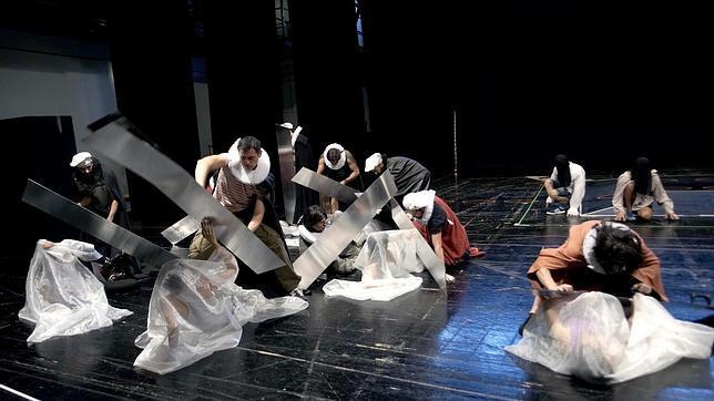 Un momento de los ensayos de «La conquista de México» en el Teatro Real de Madrid