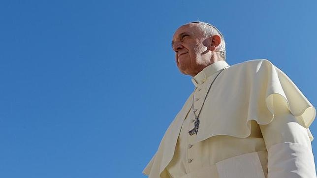 El Papa afirma que «la Iglesia está hecha de pecadores… de Papas pecadores»
