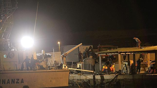 Cuando la ley obliga a dejar morir a otros hombres en el mar de Lampedusa