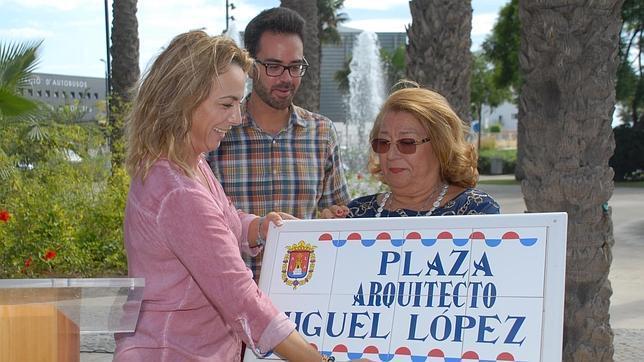 Castedo inaugura en la entrada sur de Alicante la plaza Arquitecto Miguel López