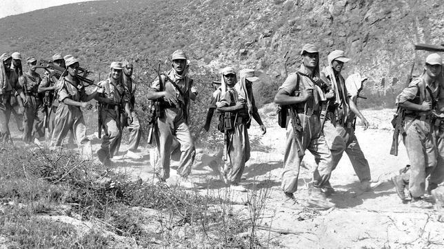 Una patrulla de la Legión en el territorio de Ifni durante la guerra 1957-1958