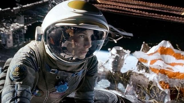 Los errores de la película «Gravity»: el pelo de Bullock no flota y otras cosas que no pasan en gravedad cero