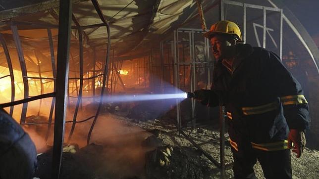 2ca6ede404d45 Al menos nueve muertos en un incendio en una fábrica textil en Bangladesh