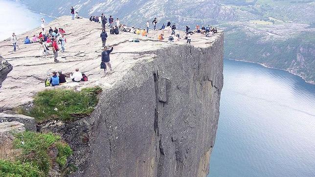 Muere un turista español al caer desde 600 metros en los fiordos noruegos