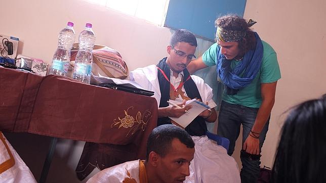 Activistas que rompen muros y fronteras en el Sahara