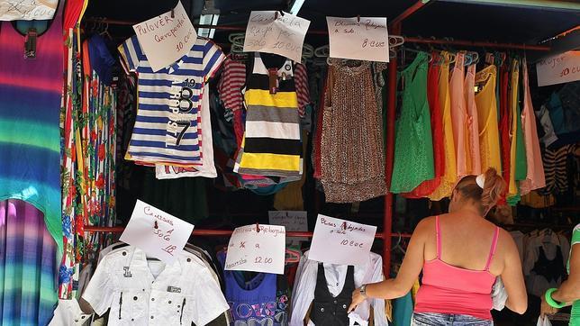 6cf53665a2 Una cubana en una tienda de ropa importada de comerciantes privados en La  Habana
