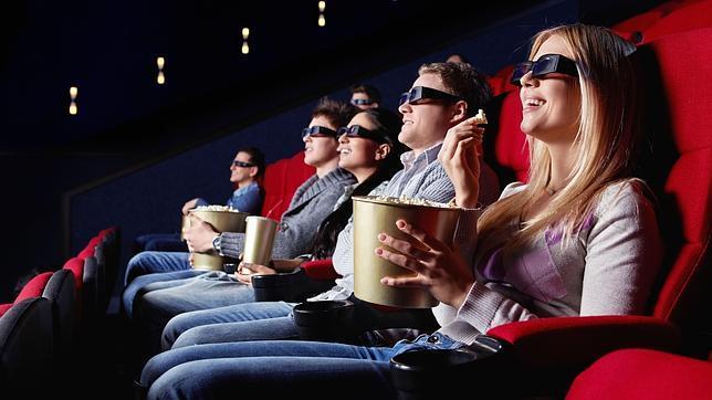 Comer palomitas en el cine anula el efecto subliminal de la publicidad