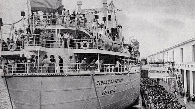 En el puerto de La Habana, capital de Cuba, la exposición flotante fue visitada por 320.000 personas (Foto, El viaje del Ciudad de Toledo. Exposición Flotante Española)