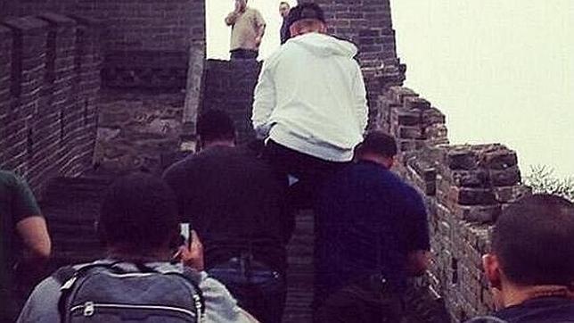 Justin Bieber a horcajadas en la Gran Muralla china