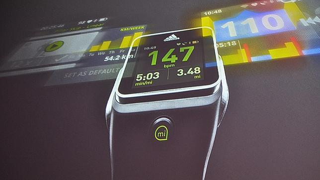 Adidas se une a la carrera de los relojes inteligentes