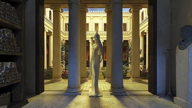 Recreación virtual que se puede ver en la Casa del Lector de la Villa de los Papiros, enterrada por la erupción del Vesubio en el año 79 d.C.