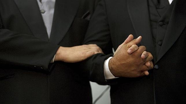 En Kuwait, las relaciones homosexuales entre adultos y de mutuo acuerdo son ilegales y se sancionan hasta con 10 años de prisión