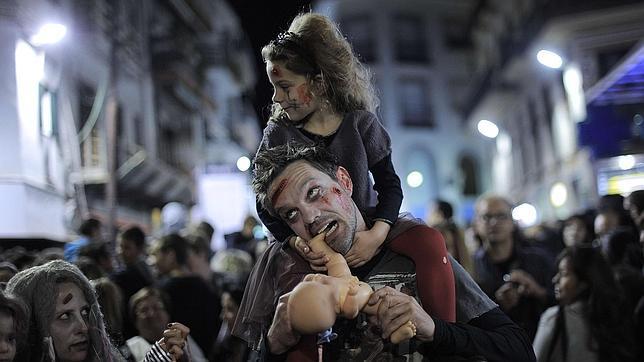 Imágenes de una Zombie Walk celebrada en Sitges, Barcelona.