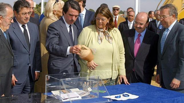 Aznar colocó la primera piedra del trasvase del Ebro en febrero de 2004. Zapatero derogó el proyecto cuatro meses después
