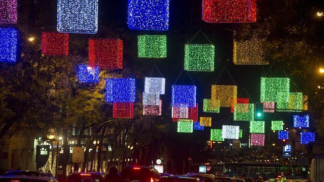 Luces navideñas patrocinadas en las principales calles de Madrid