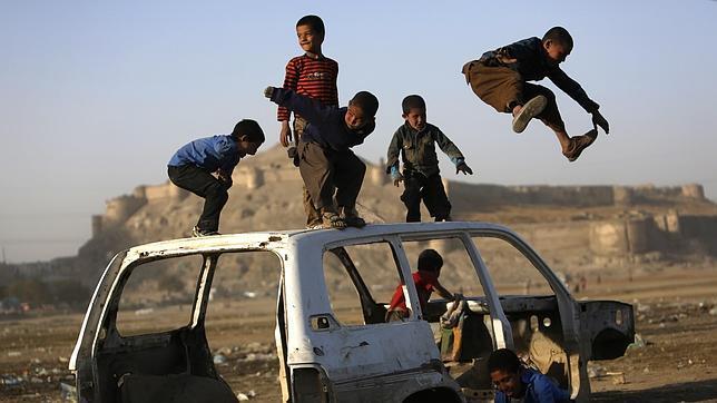Rescatan a 21 niños secuestrados por los talibán para ser usados como terroristas suicidas