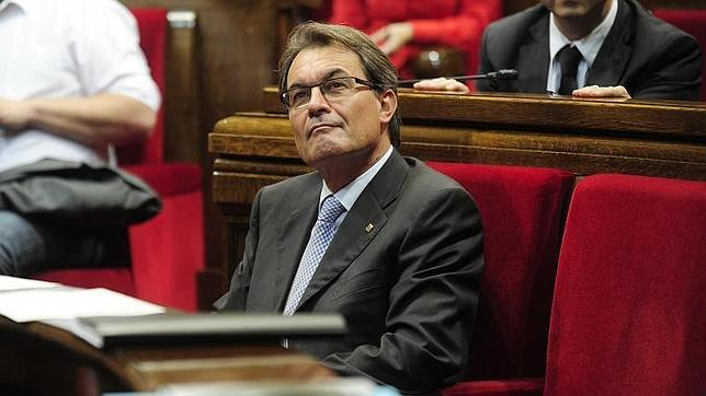 Cataluña, enredada en el secesionismo, lleva cinco años perdiendo una empresa cada hora