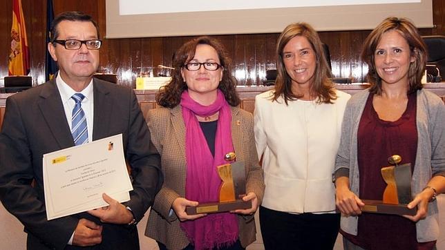 Mato con José Luis Martínez Donoso, Sabina Lobato y Carina Escobar, encargados de recoger el distintivo «Igualdad en la empresa» para la Fundación ONCE y Fundosa Grupo