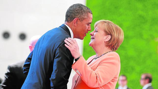 Obama y Merkel se saludan en Berlín el pasado mes de junio