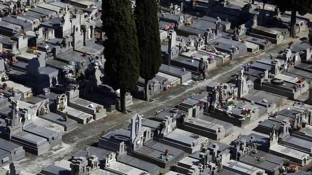 La subida del IVA al 21% incrementa entre 200 y 500 euros el precio de los servicios funerarios en 2013