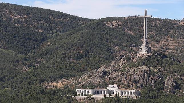 El PSOE exige exhumar los restos de Franco del Valle de los Caídos