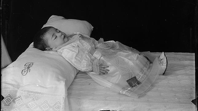 Bebé fallecido. C. 1892-1899