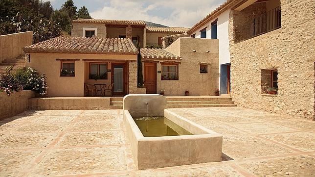 Diez hoteles rurales con encanto para una escapada en oto o for Casas rurales con piscina comunidad valenciana