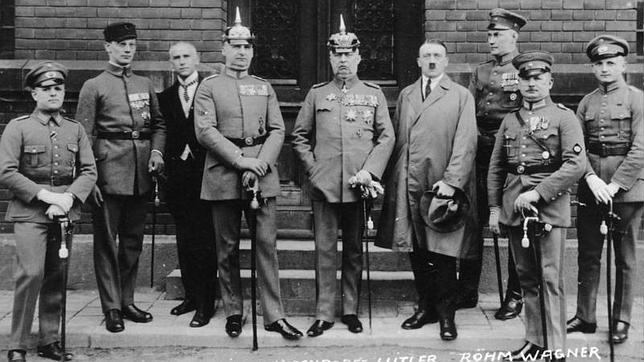 Hitler: «¡La revolución nacional ha estallado!»