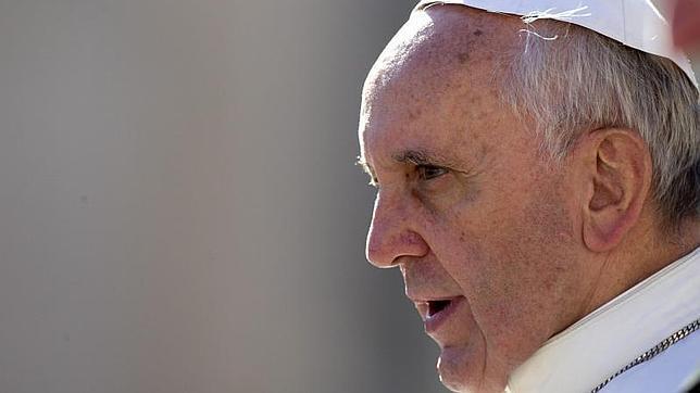 Papa Francisco: «La corrupción comienza con un pequeño sobre… ¡y después es como la droga!»