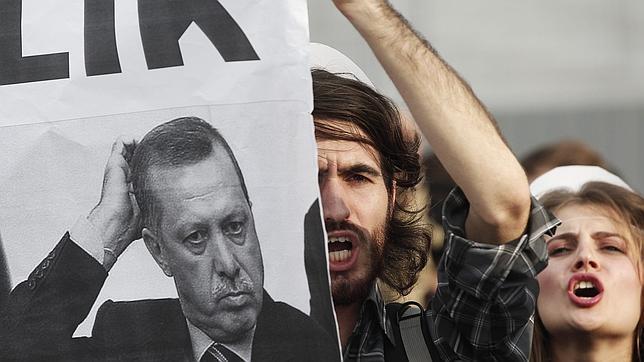 Las residencias estudiantiles mixtas son «focos terroristas», dice un ministro turco