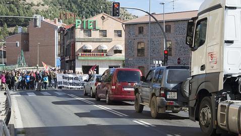 Cortan la N-120 en Belorado para reclamar la llegada de la autovía