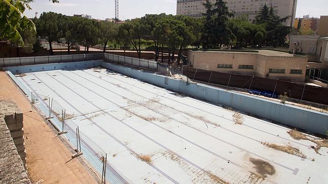 Ciudad lineal por fin volver a tener piscina de verano for Piscina villares de la reina