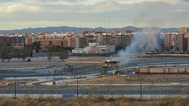 Circuito Urbano De Valencia : Los bomberos sofocan un incendio en el antiguo circuito de