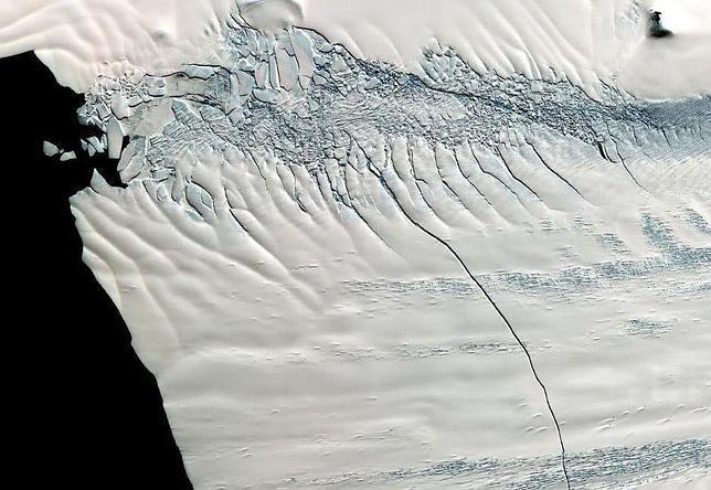 Un iceberg tan grande como Menorca pone en peligro las rutas de navegación