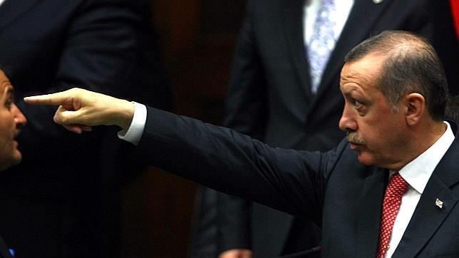 El Parlamento de Turquía autoriza que las diputadas puedan llevar pantalones