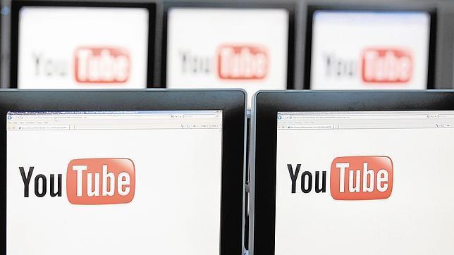 Logo de Youtube en varios ordenadores